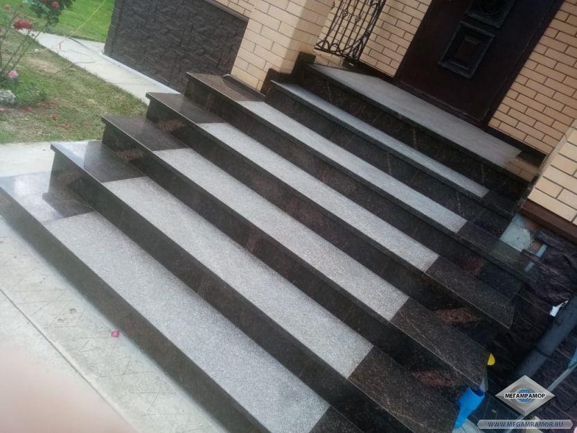 Лестница из гранита Дымовский