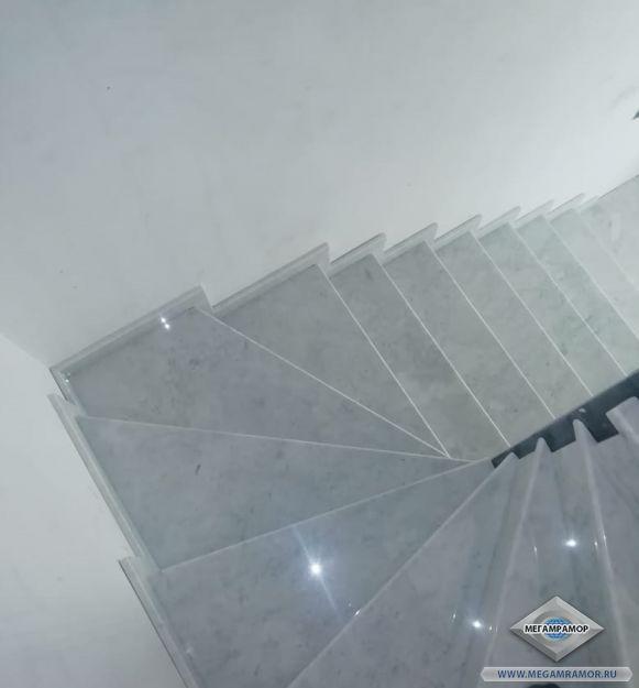 Лестница из мрамора Коелга