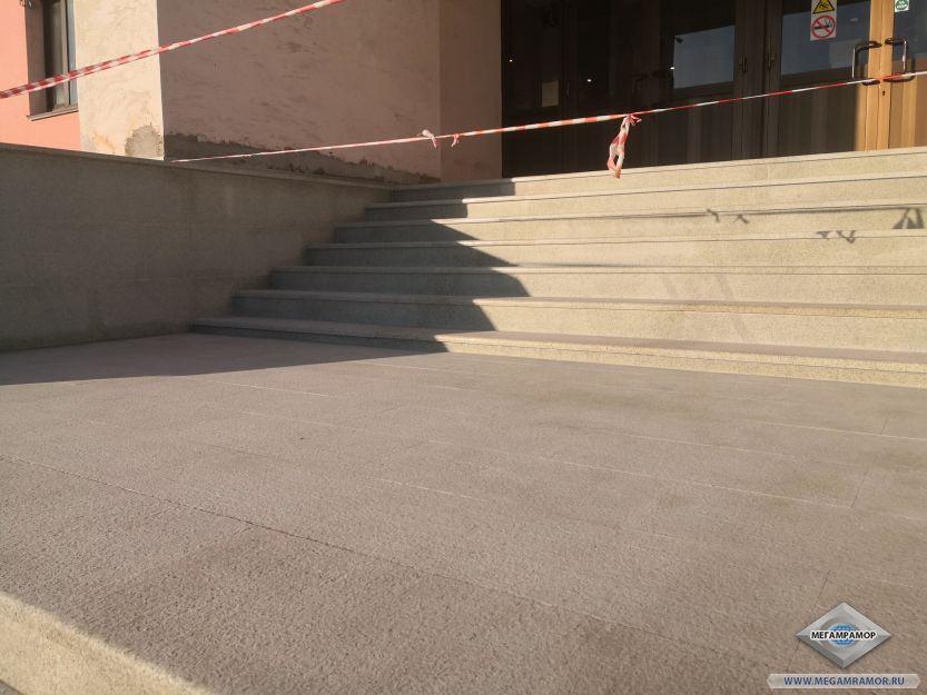 Площадка между лестничными пролётами
