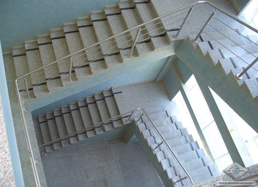 Лестница из гранита Белла Вайт и Берри Блэк