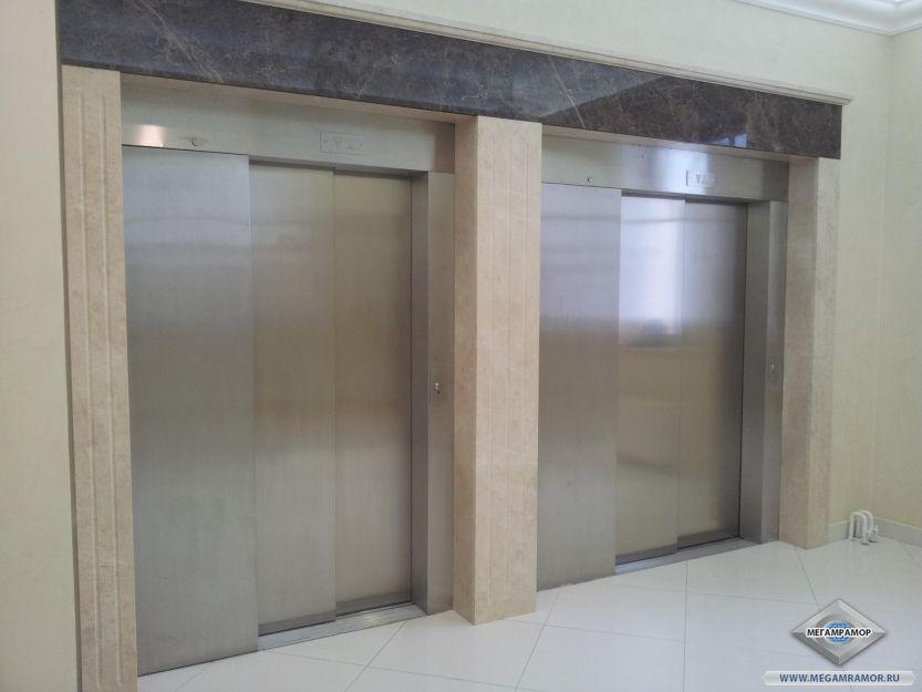 Лифтовой портал из гранита Крема Нова и Имперадор Дарк
